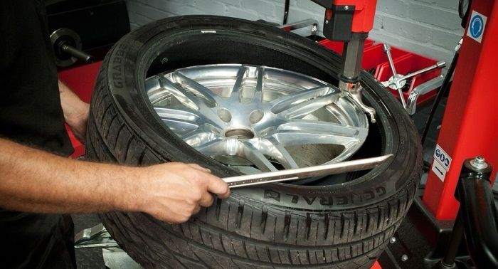 Tyre-Smart (Essex) Removing a car tyre